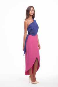 https://www.mycloudress.com/coleccion/tops-en-alquiler/214-blusa-azulon-con-escote-palabra-de-honor-con-una-banda-en-el-hombro-de-nubbe-clothes.html